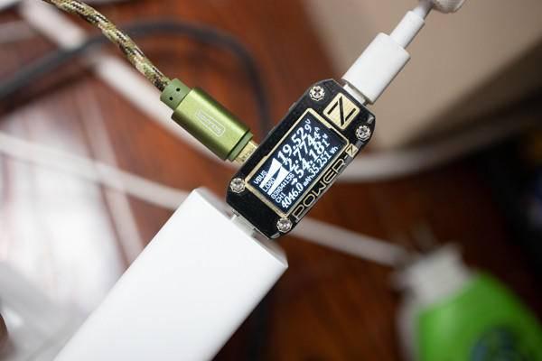 3个洞洞的充电小钢炮!电友X21 65W氮化镓充电器实测