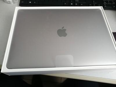 苹果 MacBook Pro轻薄便携运行速度快