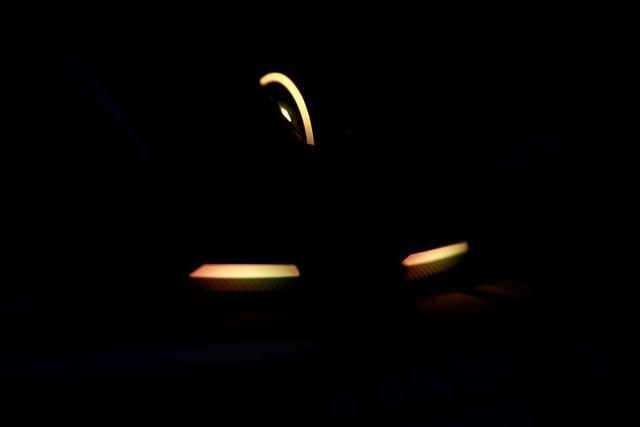 「擺评」可以随意换微动的ROG 影刃2跑车版 走起