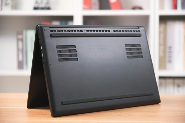 雷蛇灵刃15 2020款评测:硬件升级,纤薄身型也能有高性能