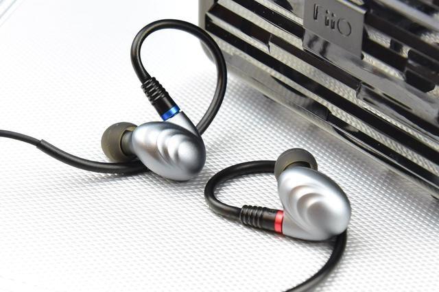 飞傲4年前千元三单元耳机评测,价格很坚挺,我就大胆猜
