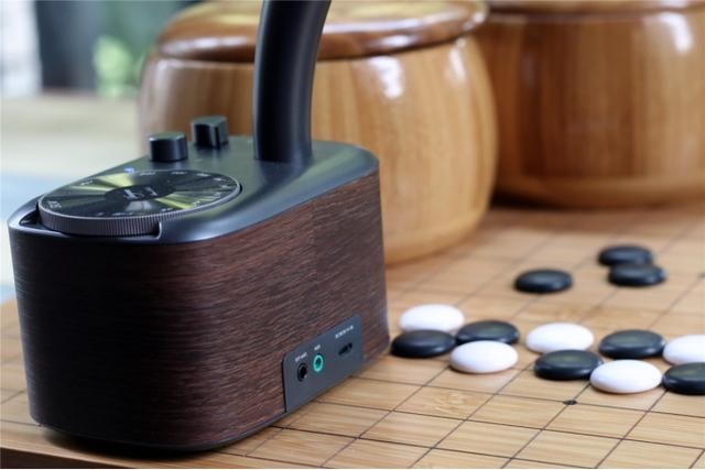 留声机收音调频搭配蓝牙传输,这款桌面音箱很傲娇了