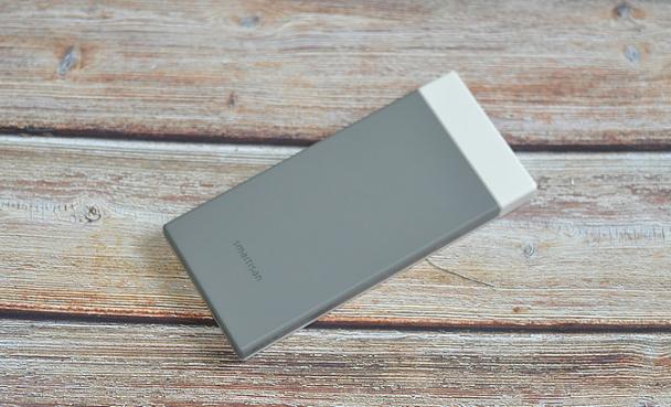 可能是史上最漂亮的充电宝---坚果DP200