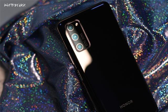 除了5G双模旗舰芯片,荣耀V30 PRO这些亮点你也应该知道
