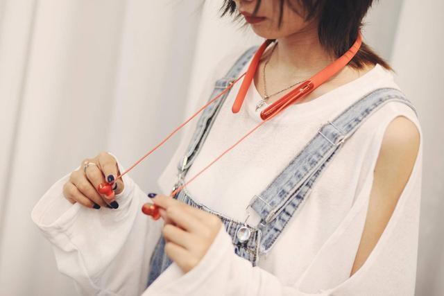 「时尚性」与「实用性」兼并,OPPO ENCO Q1挂脖耳机上手体验