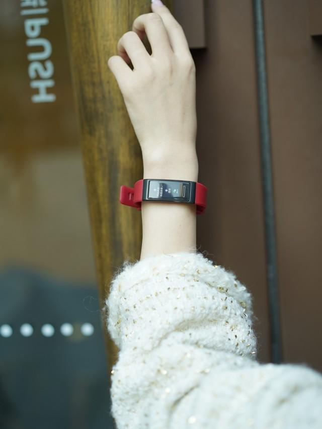 实用高颜华为手环4Pro,开启智能生活