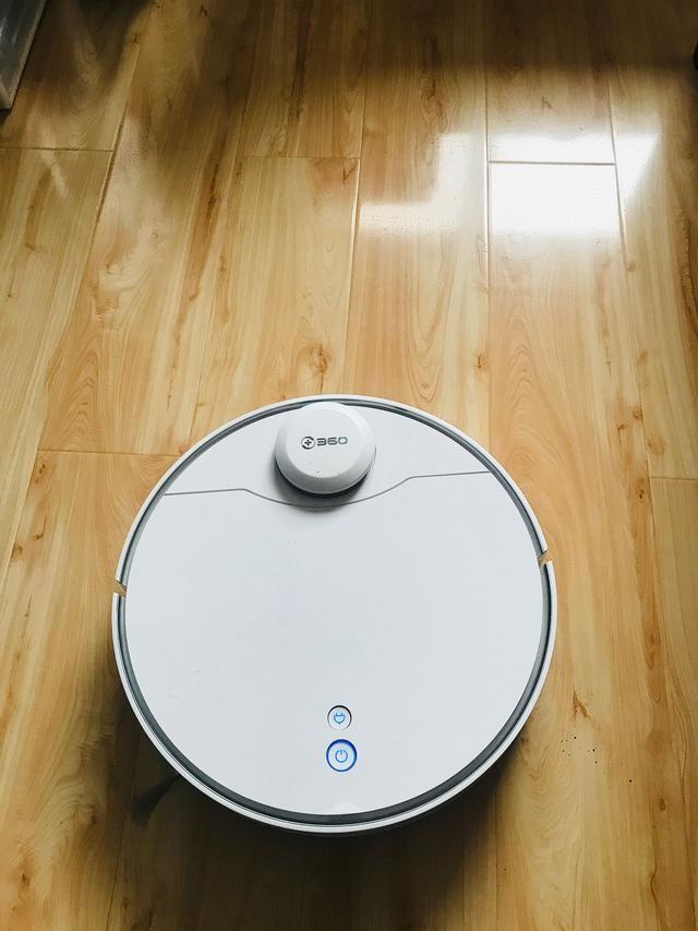 吸力强劲,高效除尘 360 X90扫地机器人帮你解决过敏问题