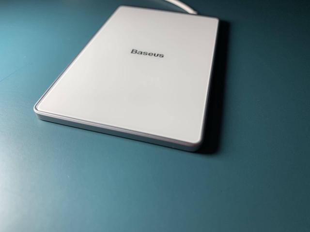 Baseus充电板:小巧轻薄好用