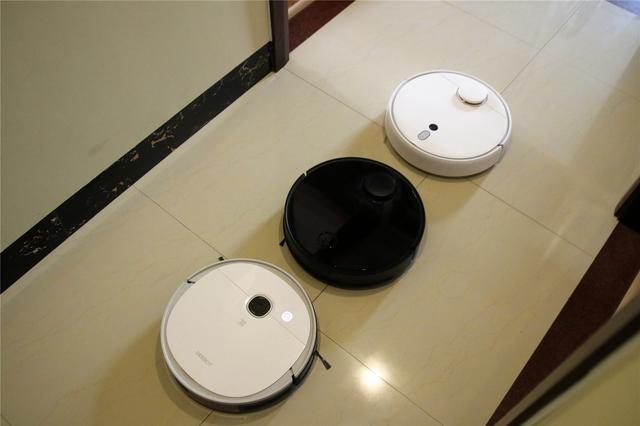 三款在售热门扫地机器人横评,多个维度为你深度剖析