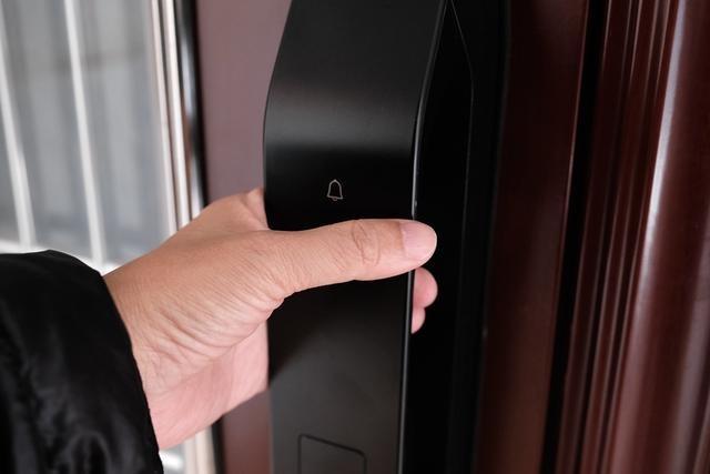 德施曼R7人脸识别智能锁,换一个更加轻松的方式进家门