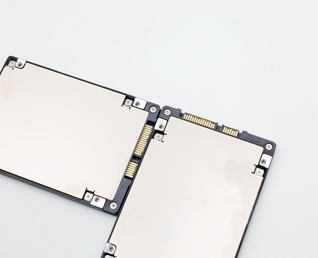 让NAS性能瞬间飙升:希捷酷狼IronWolf 110 SSD 240G