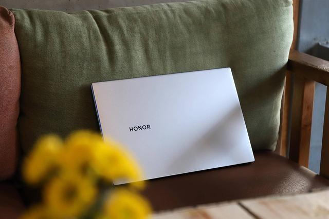 荣耀MagicBook 14体验:再升级!更薄、更强、更长