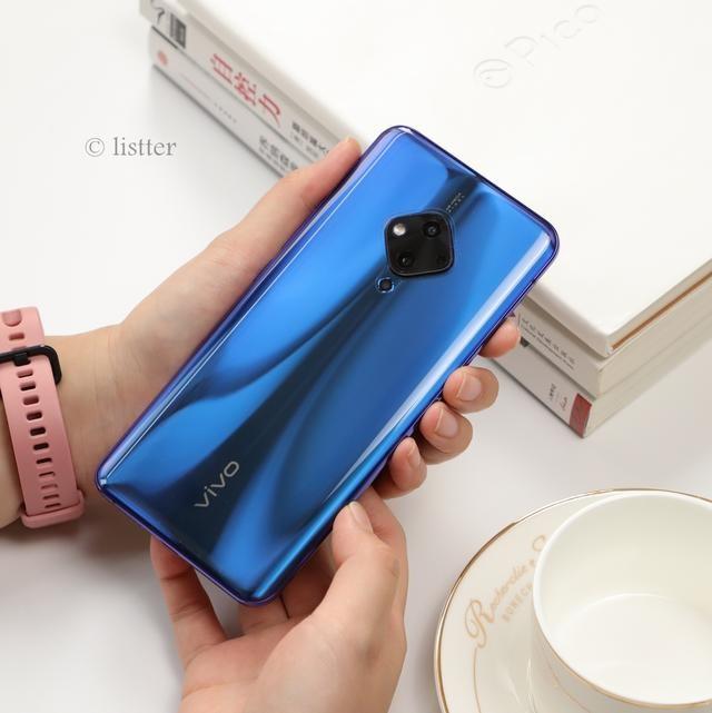 女友太迷蔡徐坤怎么办?给她换个同款手机
