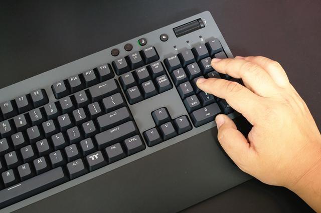 """""""樱桃味""""的低调机械键盘,TT 飞行家G821三模键盘开箱体验"""