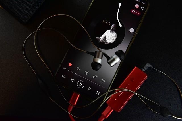 它是推力最大的迷你耳放,手机HIFI的绝对猛料,价格不贵