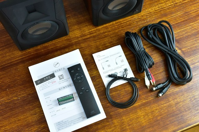 本想买对真力音响放书桌上,结果花了900块买了对惠威完美收心