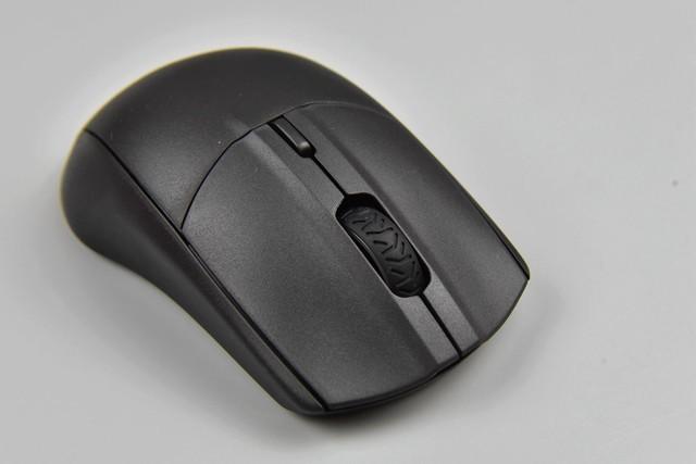 17cm左右玩家最配的性价比游戏鼠标上手,2.4G+蓝牙双模