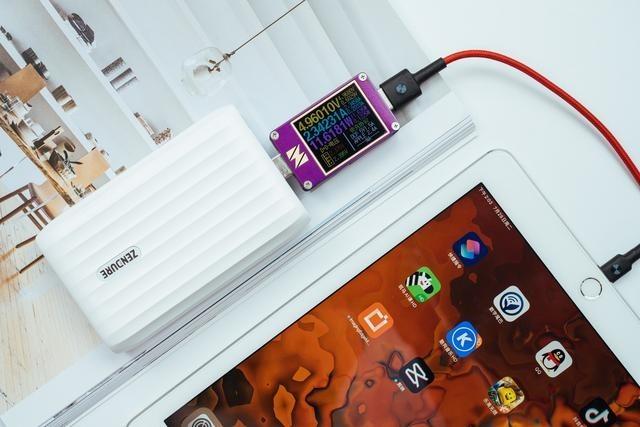 解决笔记本电脑充电和数据传输「有它就够」:Zendure X5充电宝