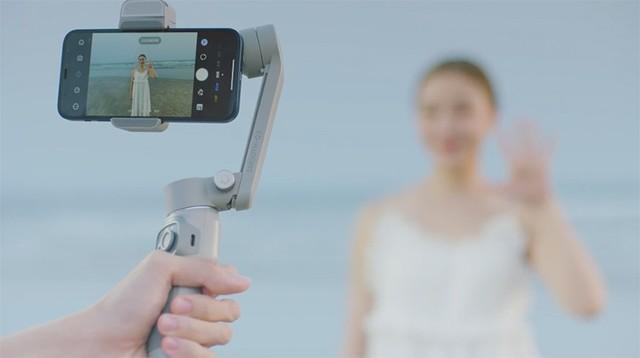 智云发布SMOOTH-Q3手机稳定器 加入补光灯支持超广角变焦
