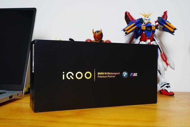 iQOO 5 Pro赛道版开箱:你想要的,几乎都有
