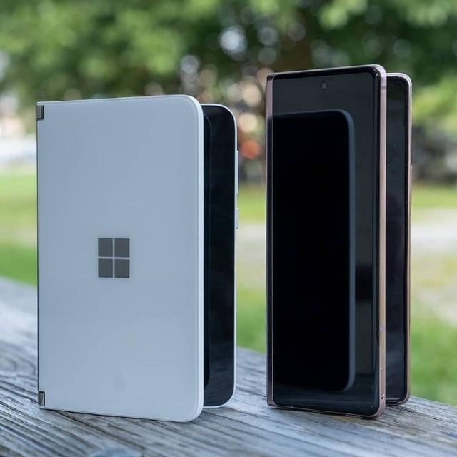 微软Surface Duo称为双屏手机可能更合适点
