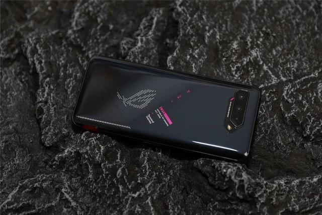 ROG游戏手机5评测:除了性能,能关注的还有什么