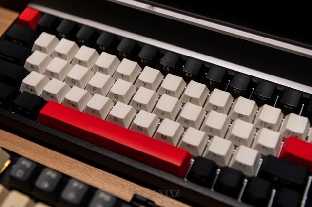 68键雷神KC3068无线三模RGB机械键盘
