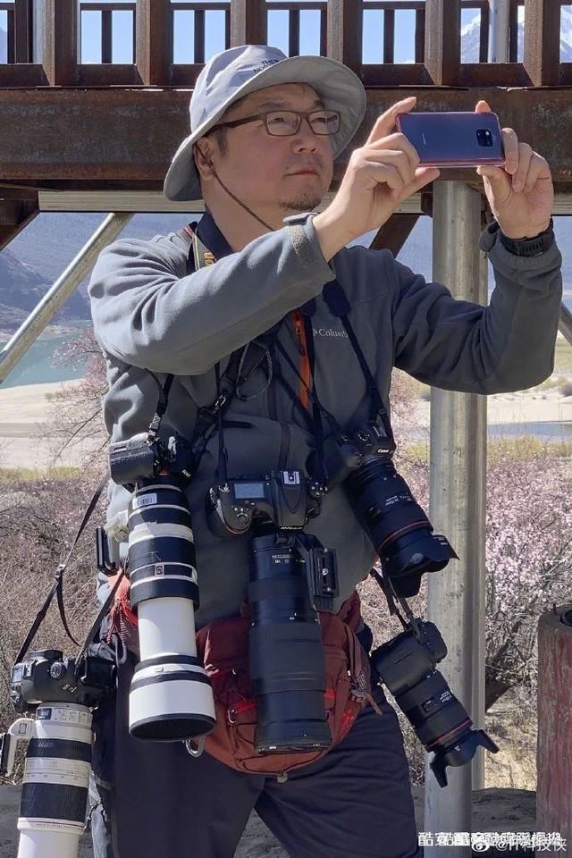身背几十万的摄影器材,有时候拍照还是手机方便一点