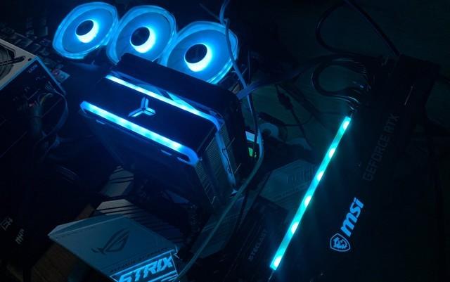 ROG和魔龙X传说中水火不容?这波骚操作控制的灯效简直啦