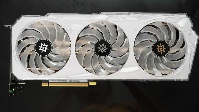 又大又白的显卡 影驰GeForce RTX3070 星曜