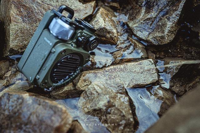 让男生兴奋的全金属音箱:军工级坦克喷涂,250克硬核防水大音量